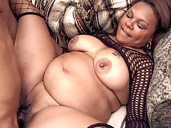 Black Plumper Candy Love gets her fat slit screwed and lets the stud blow his cum in her mouth